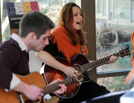 Art and acoustic music prove an enjoyable pairing at Noyes