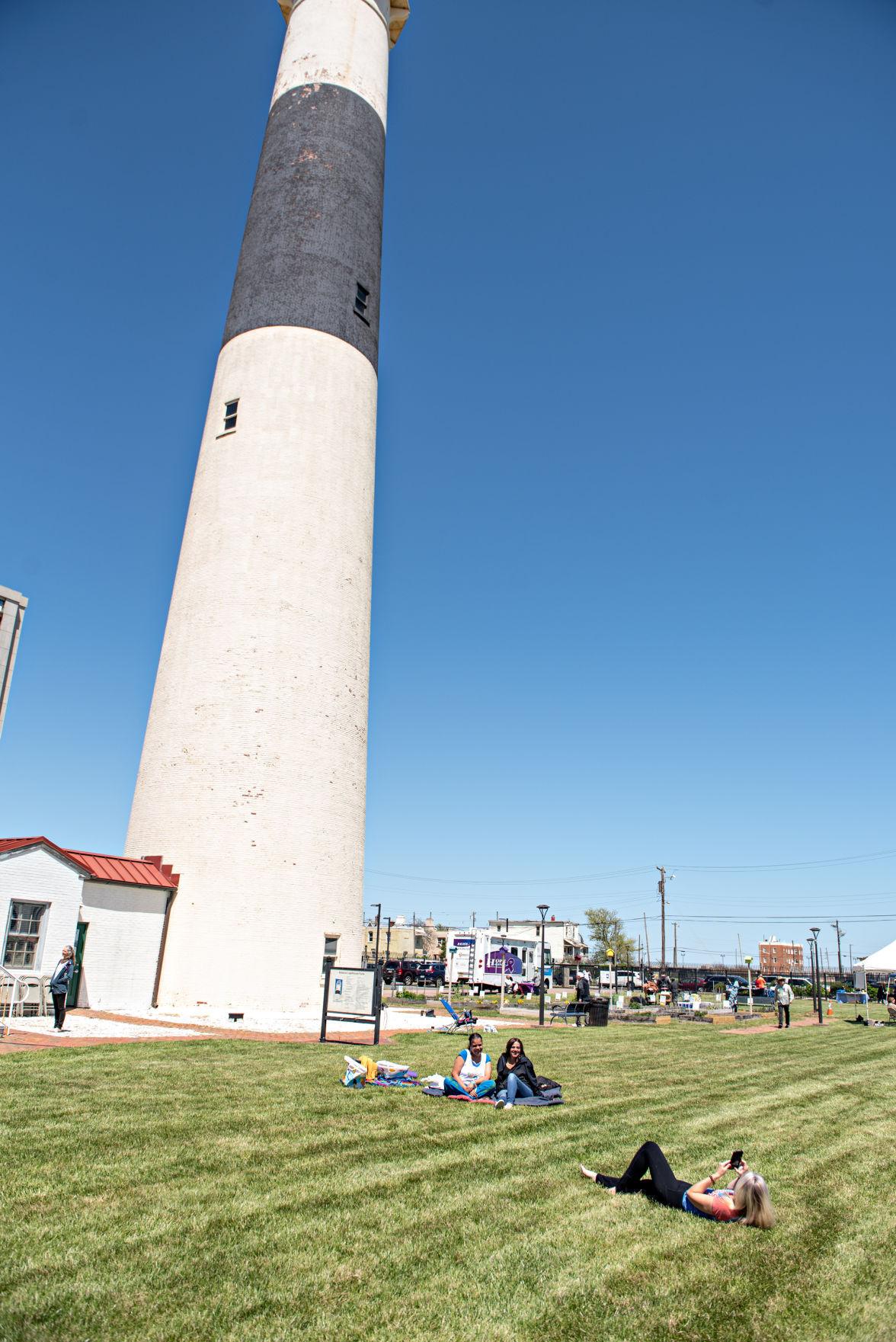 050221_gal_lighthouse