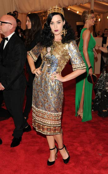 Celebrity news: Katy Perry talks about her relationships, Bieber's car hits photographer and other entertainment news
