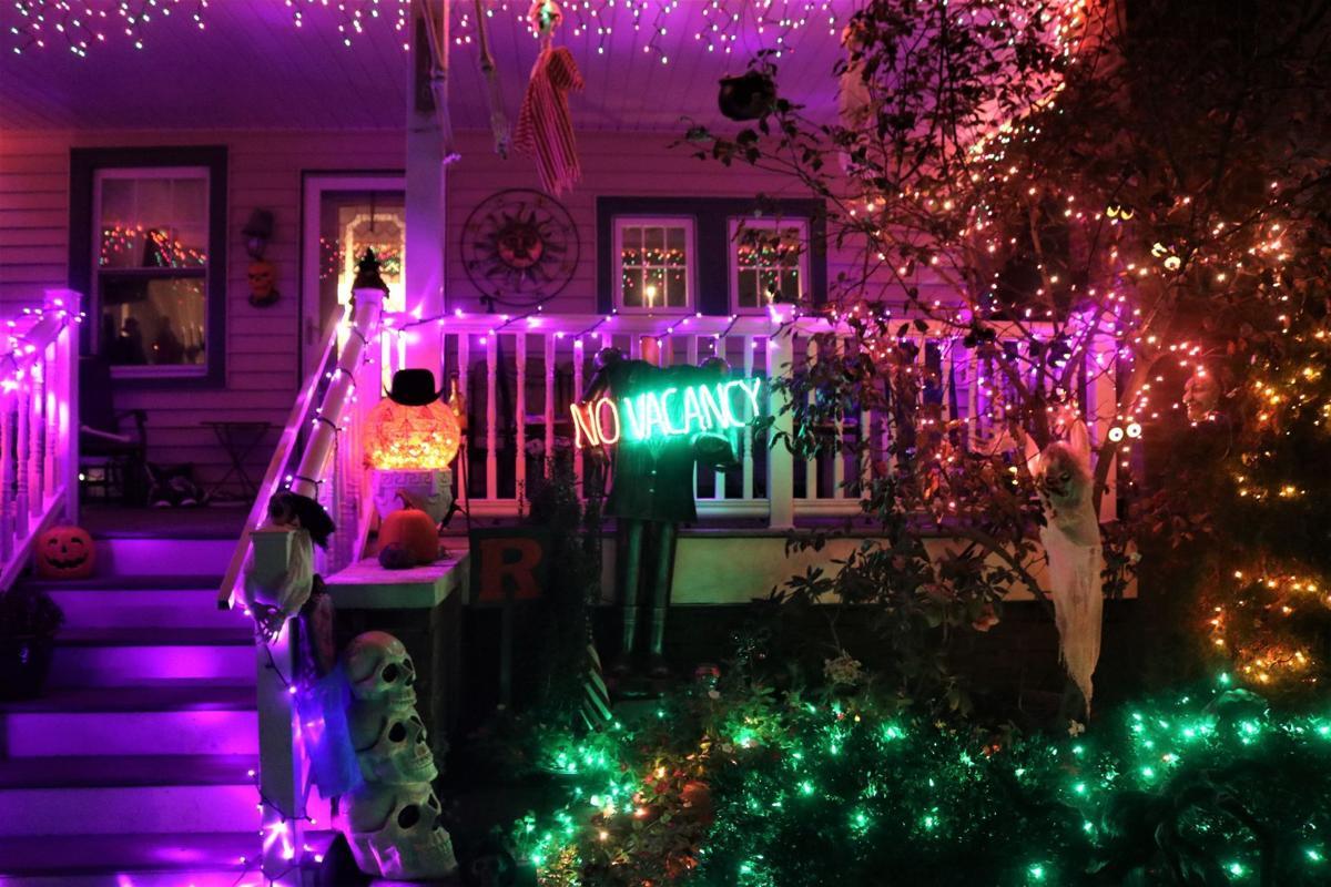 ochalloween_Halloween lights on 7th street 3