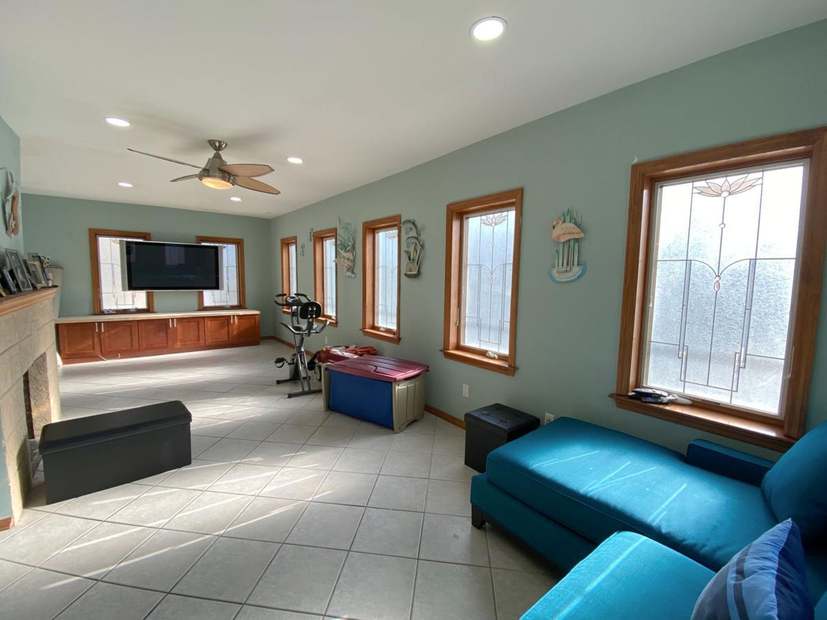 _007 house family room.jpg
