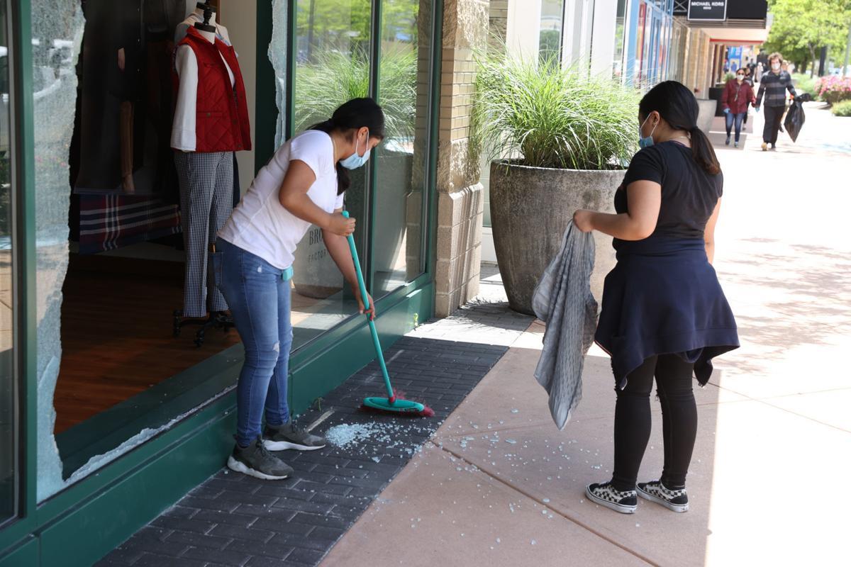 Volunteers cleanup