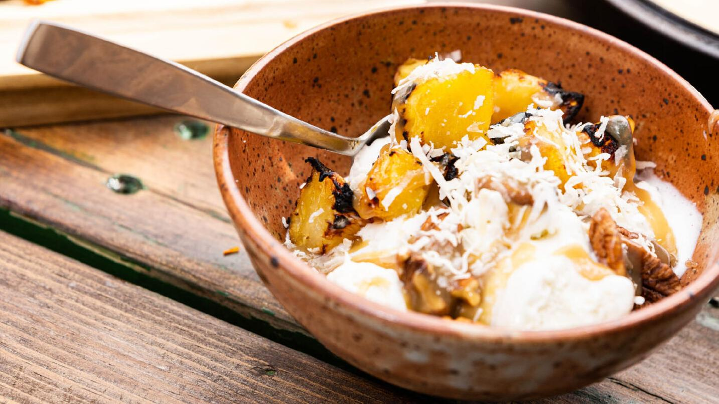 Grilled desserts? Absolutely! This grilled pineapple sundae is the perfect addition to your cookout