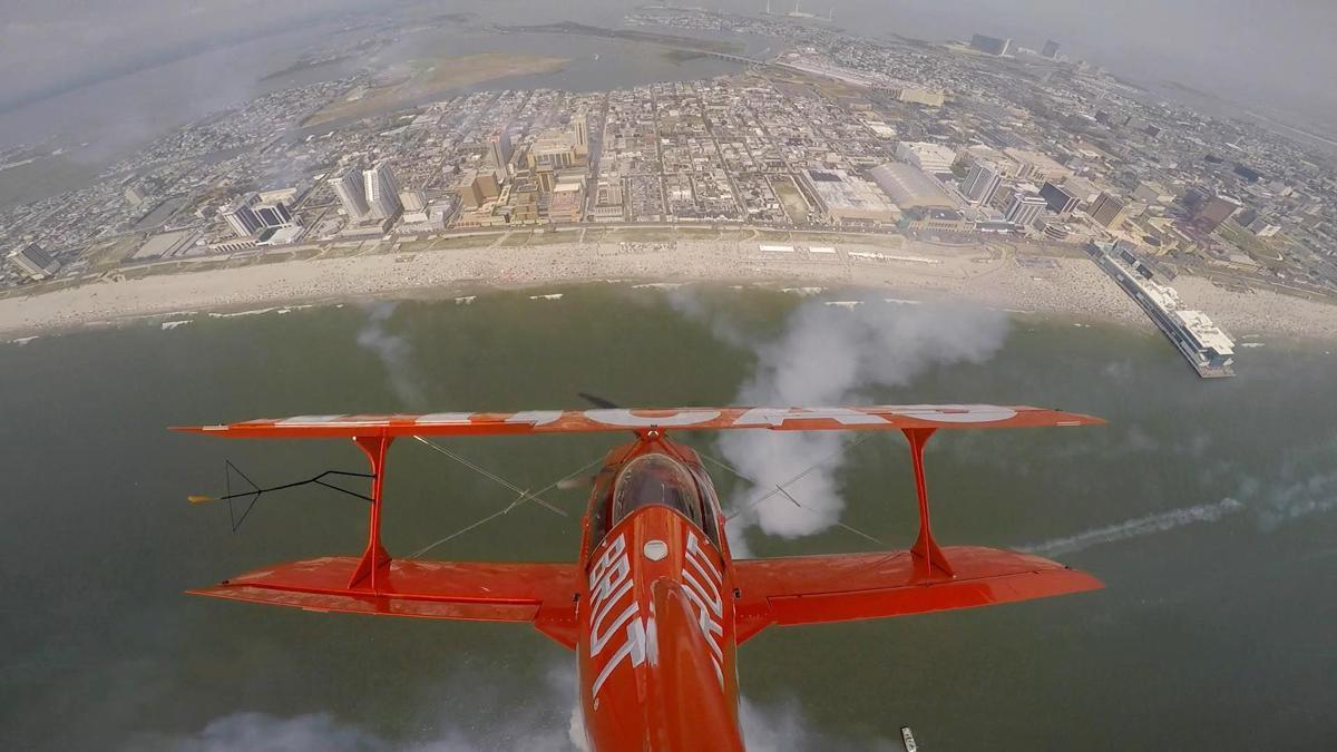 Mike Wiscus, Lucas Oil Pitts aerobatics team