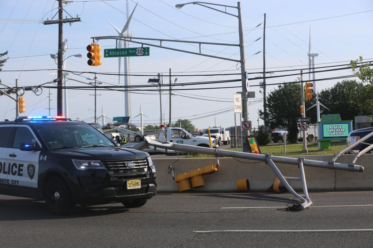 Traffic light falls on Route 30