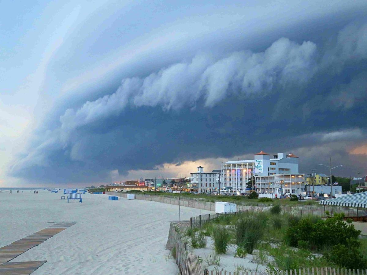 Sunset Beach Shelf Cloud June 2017 (2)