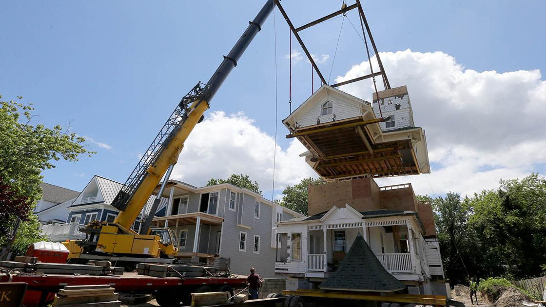Crews piece together one of Avalon's oldest homes in its new Cape May location