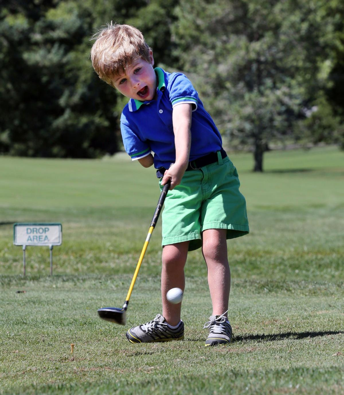 3-year-old golfer amazes with one-arm swing | Sports ...