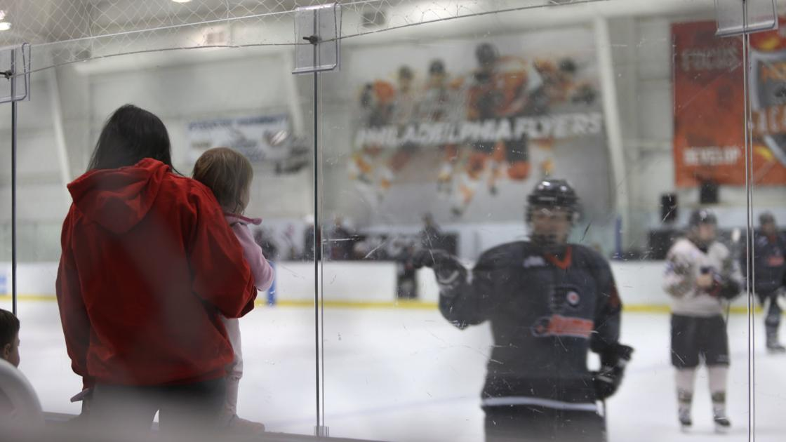 Flyers fans skate with pros in Atlantic City