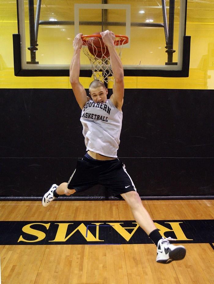 Mike Gesicki dunking Jan. 25, 2012