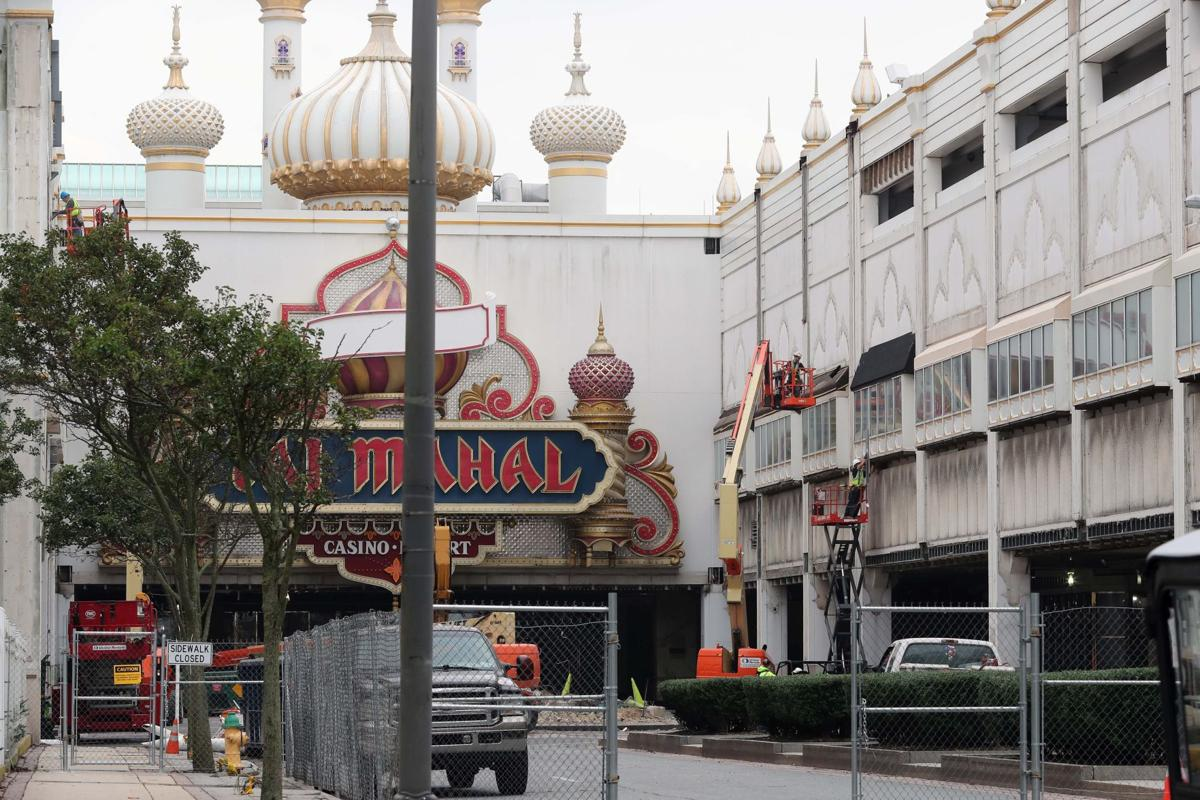 Trump Taj Mahal deconstruction