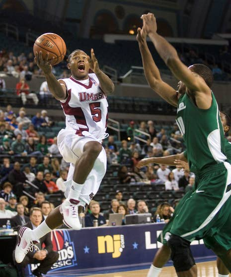 A-10 basketball notebook: Ricky Harris emerging at right time for hopeful Massachusetts