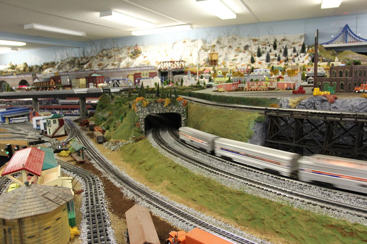 110818_eht_trains 2