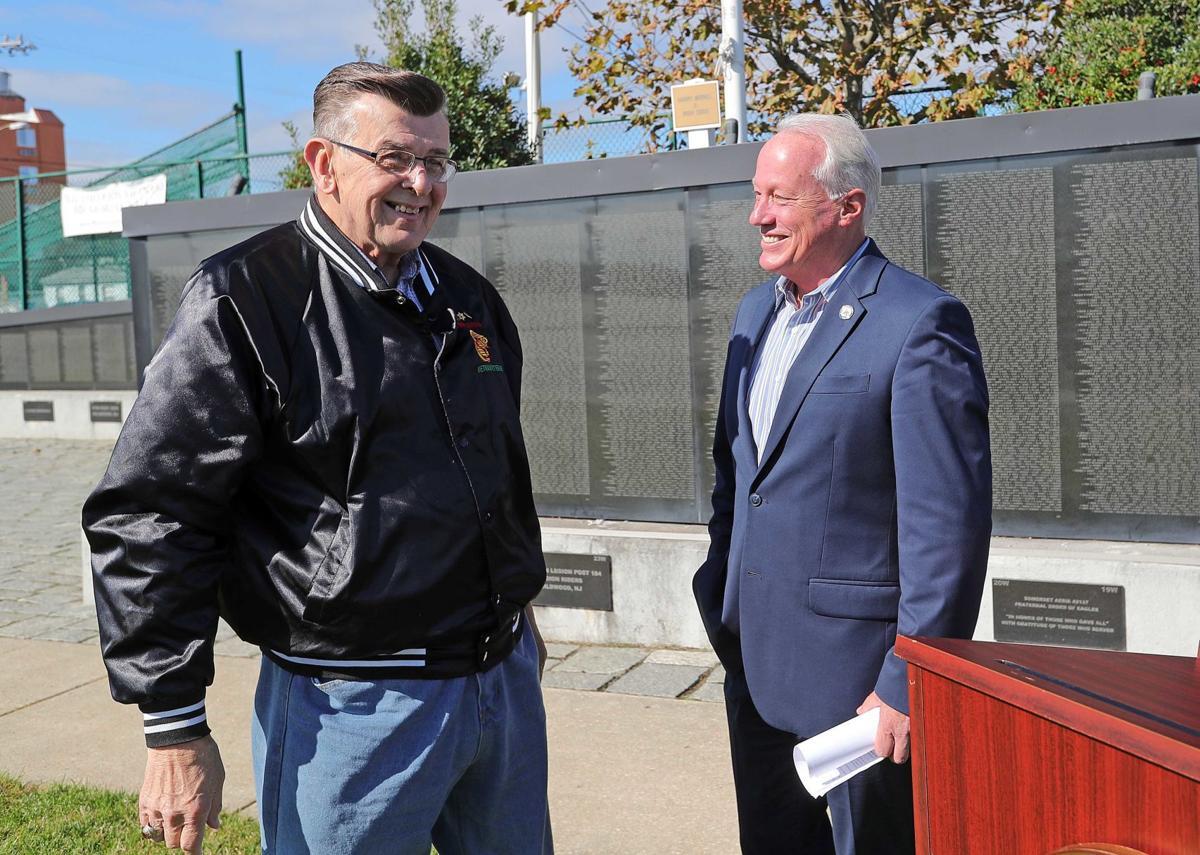 Assemblymen helping Veterans