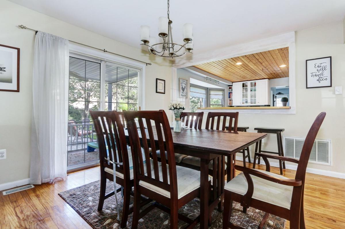 700 Shelburne, dining room.jpeg