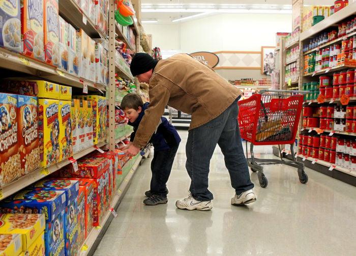 MEN DOING MORE FAMILY GROCERY SHOPPING