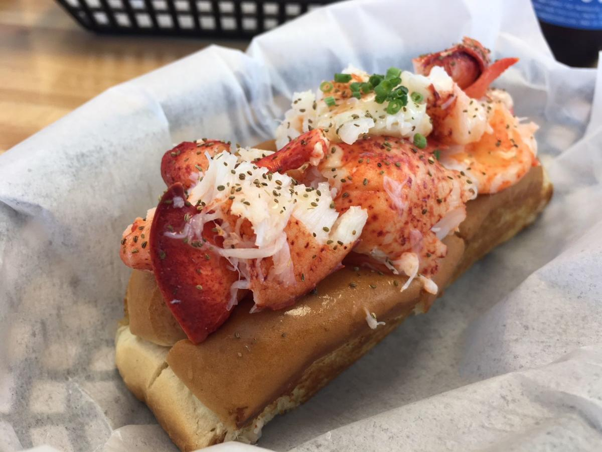 Quincy's classic lobster roll