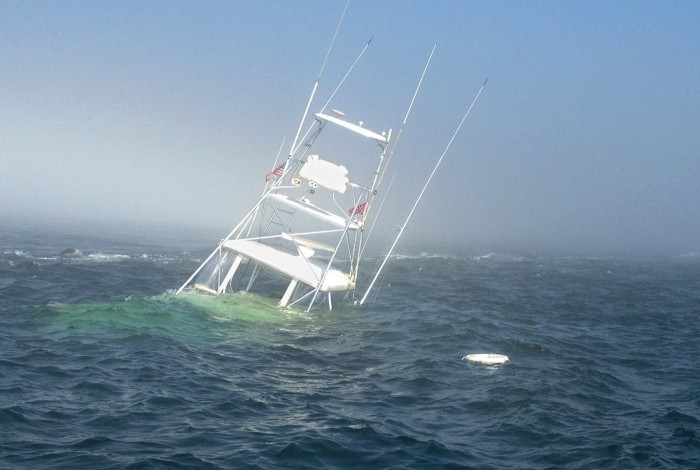 Six rescued after 38 foot boat grounds off barnegat light for Miss barnegat light fishing report