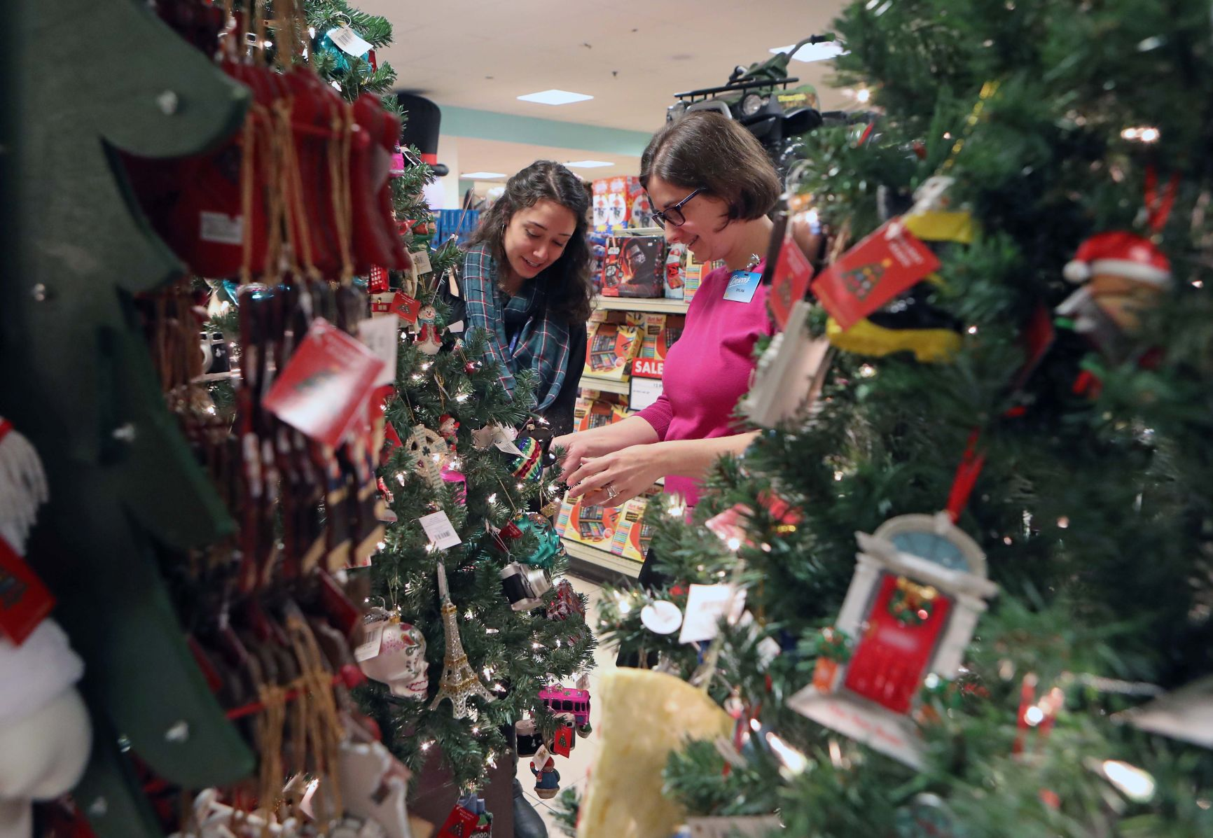 Holiday advertising creeps earlier because of stores customers