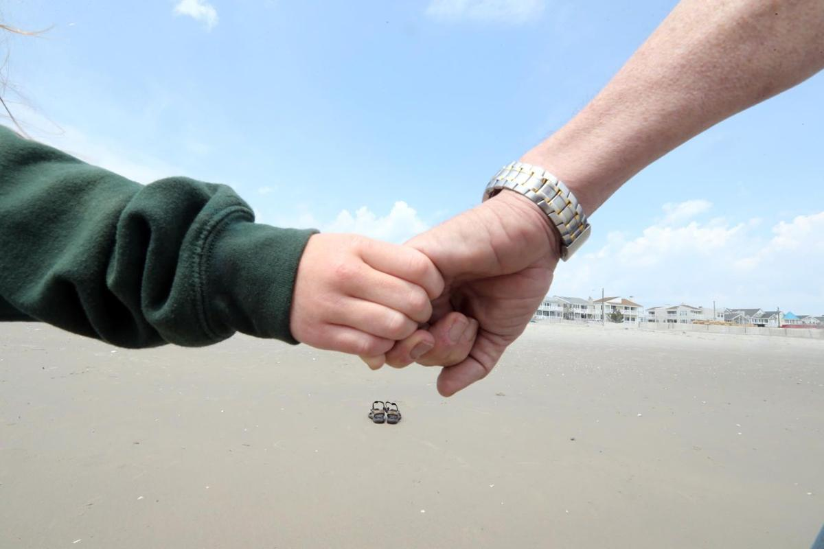 m17 hands across the sand