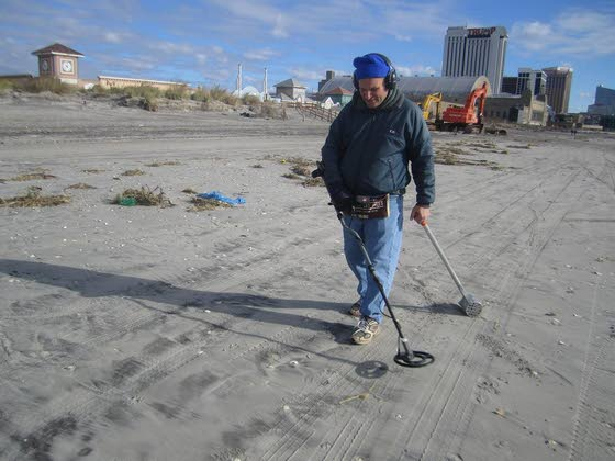 Post-Sandy, Atlantic City beaches draw hobbyists searching for buried treasure