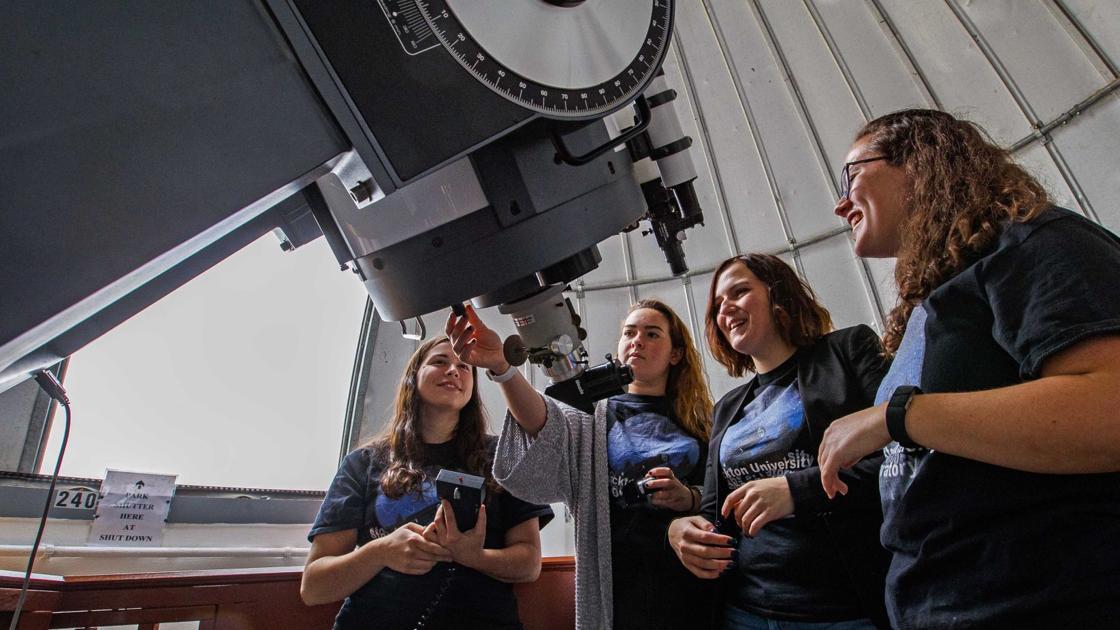 Women physics majors restore Stockton observatory