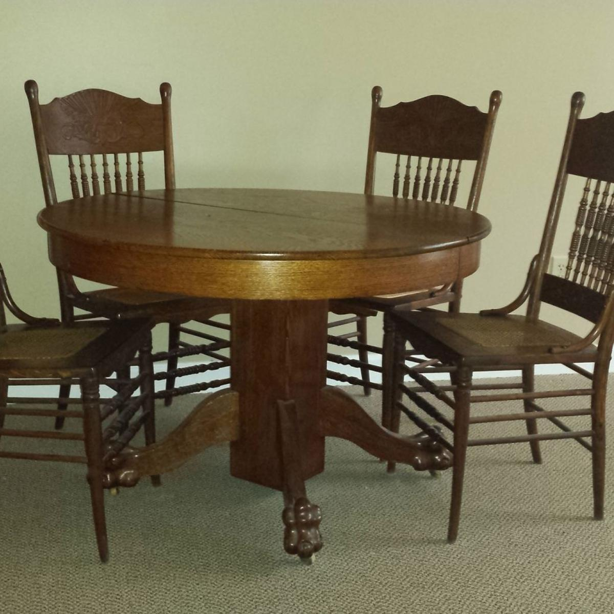 Antiques & Collectibles: Oak table and chairs are interesting