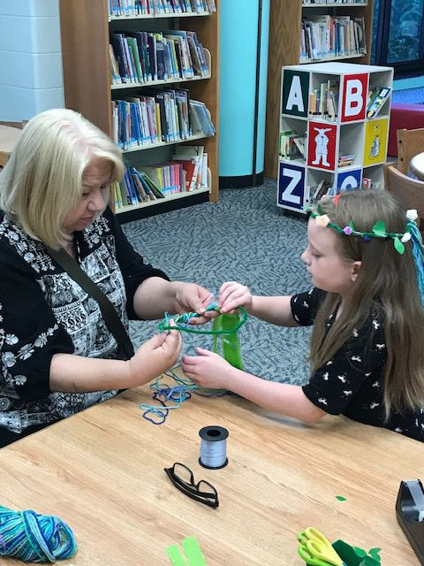 Galloway Library Craft-your-own-flower-crown event