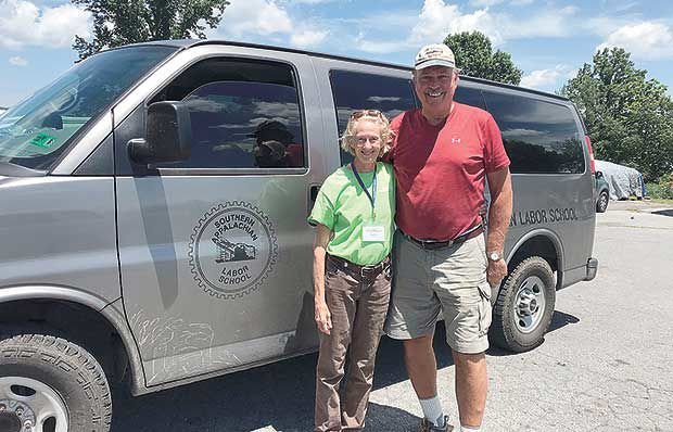 Couple celebrate 40th anniversary as volunteer tourists