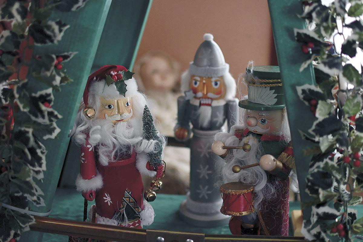 wb12-4-Fillebrown-Decorations-Nutcrackers3.jpg