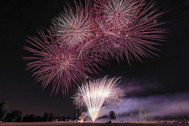 2021-Fete-des-Lacs-Fireworks-(1).jpg