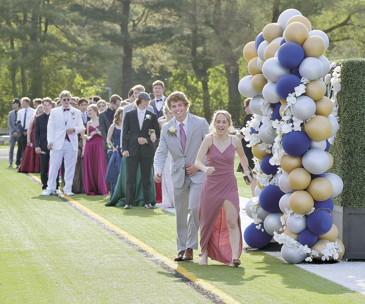 Centennial students step outside for prom