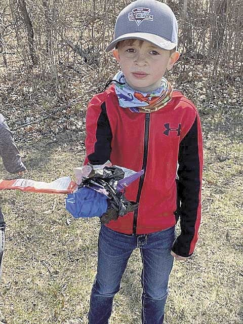 Rice Lake Elementary cleans up for Earth Day
