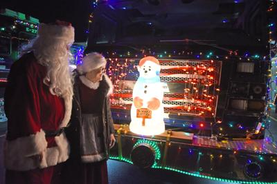 Santa, Mrs. Claus given bright welcome to Peru tree lighting
