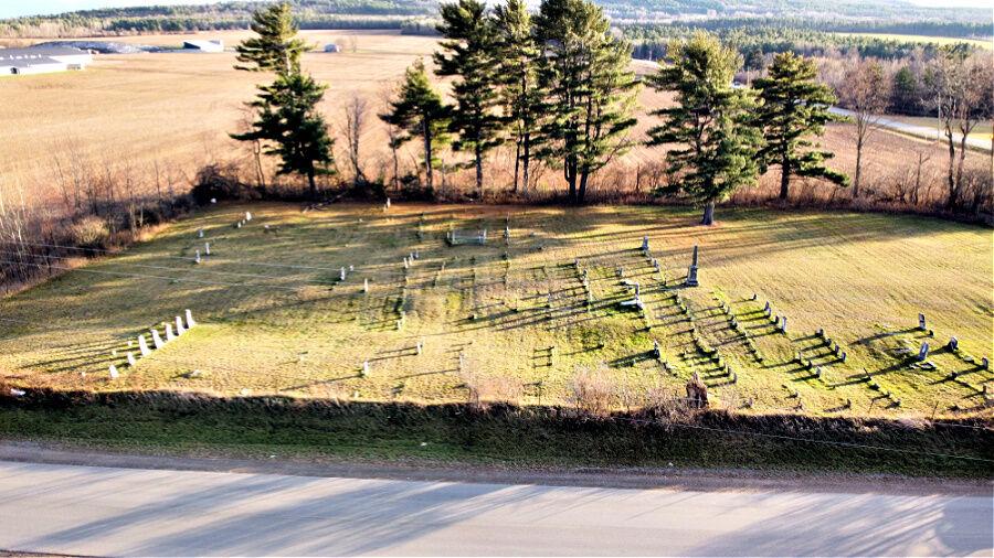 Cemetery Tour_quaker cemetery z.jpg