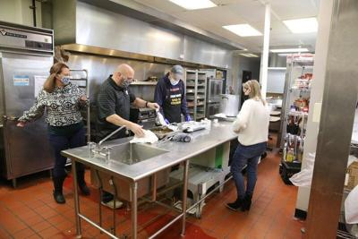 Gratitude to go: Group gives take-out Thanksgiving dinners