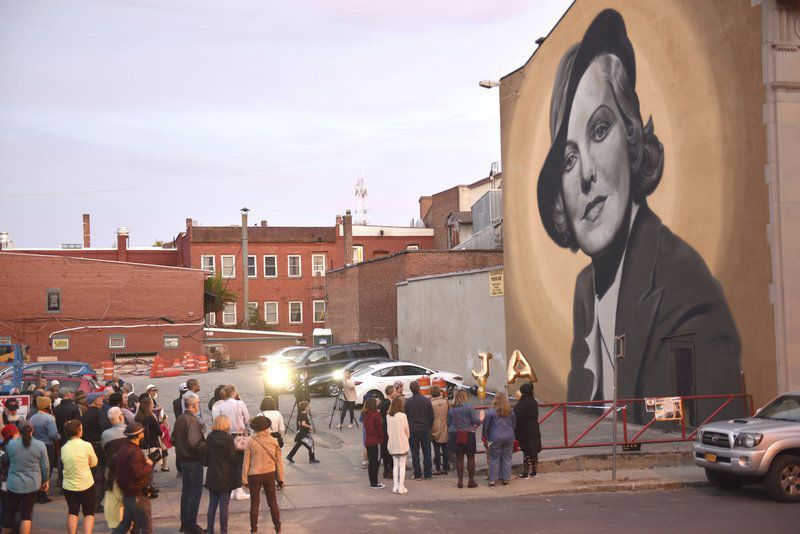 A Hollywood star gets hometown mural