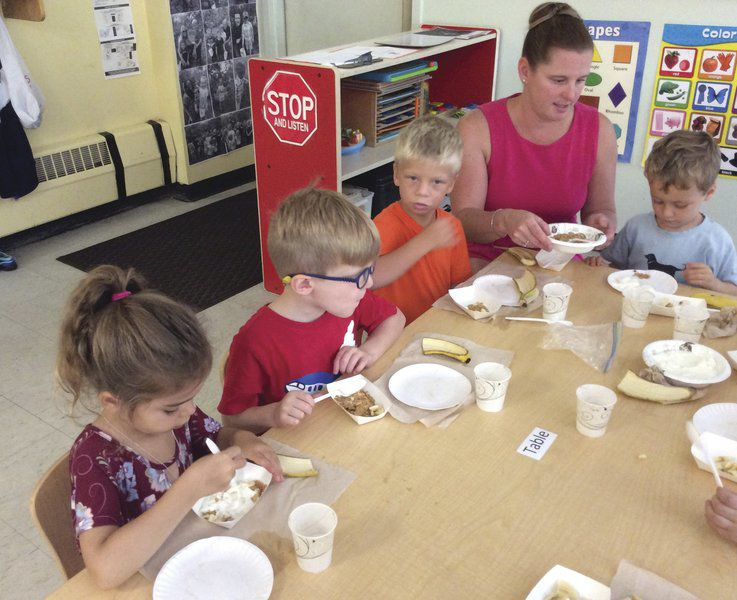 Dietitian schools tykes on eats, exercise