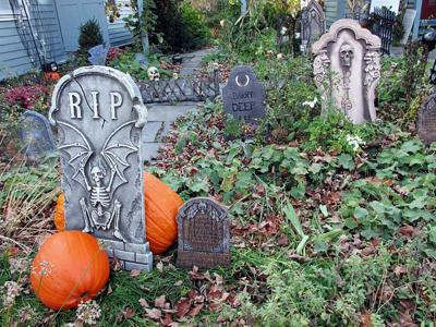 Glebe House Museum to Host All Hollow's Eve Cemetery Tours