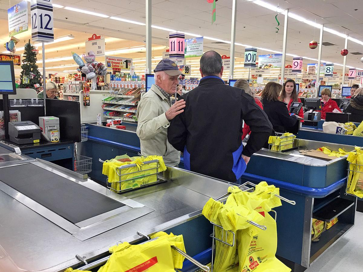 Paying it forward shoppers discover the grocery bill paid top paying it forward shoppers discover the grocery bill paid falaconquin