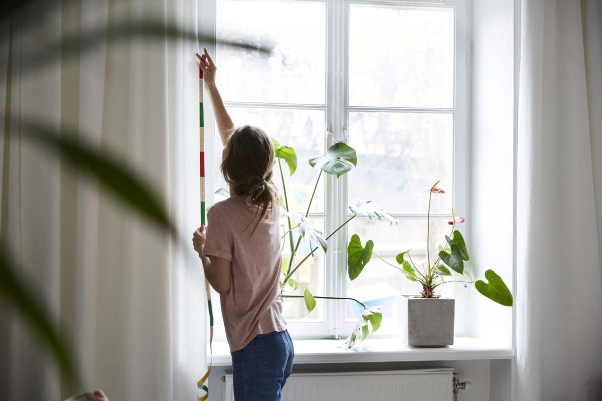 How to hang curtains and window coverings
