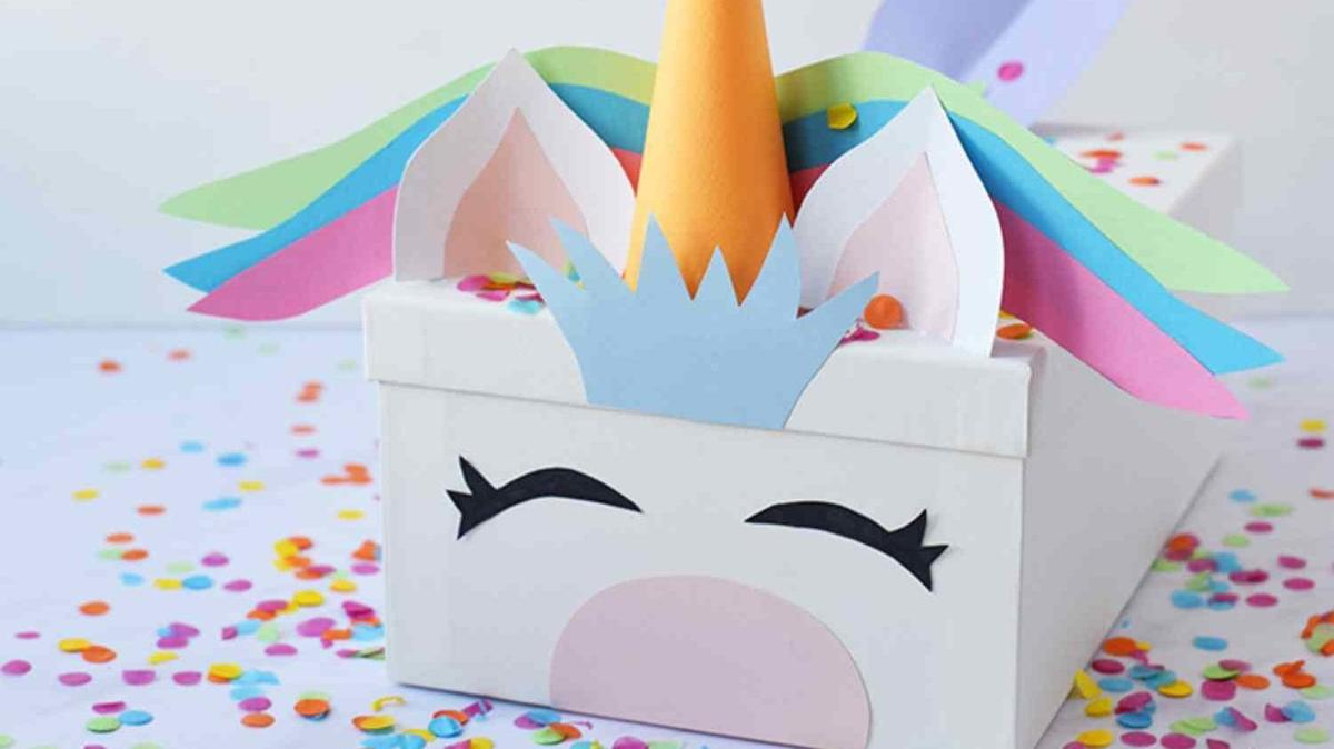 Unicorn Valentine's Day Boxes Are Ridiculously Cute And Simple To Make