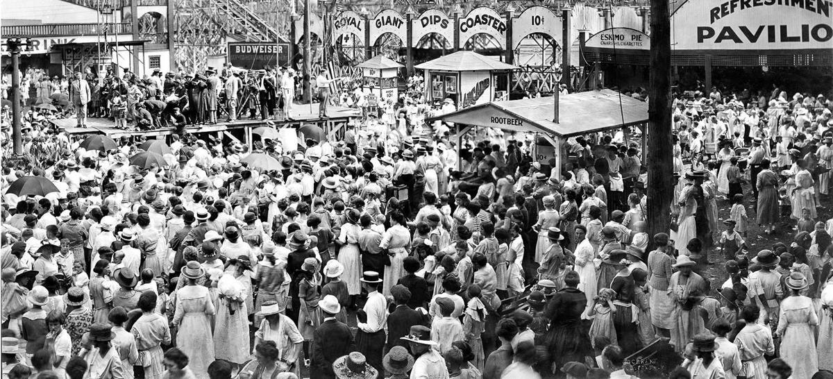 Luna Park crowd