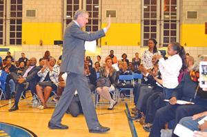De Blasio talks the issues in Jamaica 4