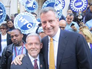 Thompson, Quinn, some Queen Democrats back de Blasio