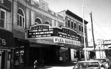 Owner Of Old Movie Theater In Richmond Hill Fixes Marquee Queens Chronicle South Queens News