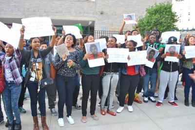Gateway students protest principal 1