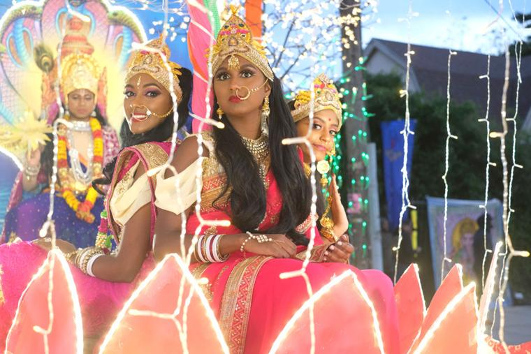 A glittering parade, a night for the gods  1