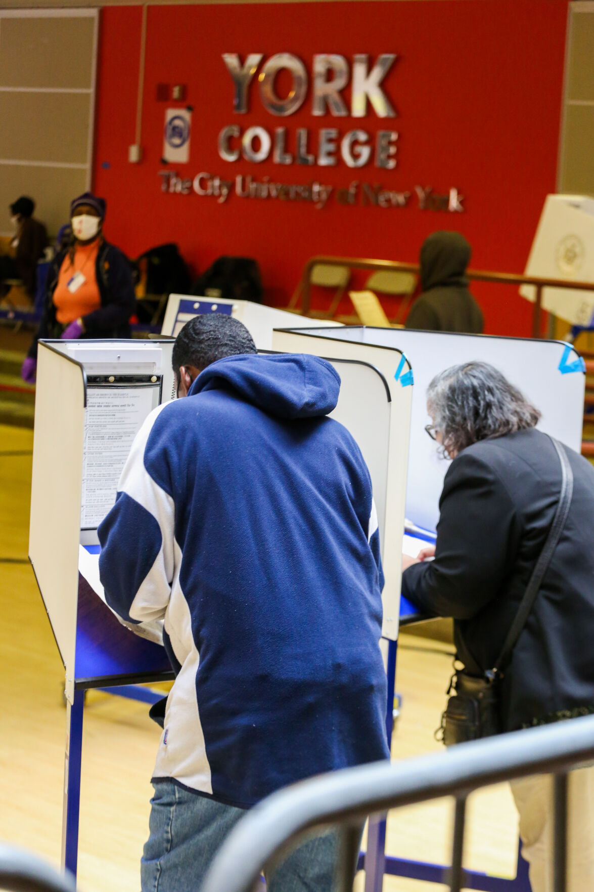 Early voting draws 40,000 in Queens 2