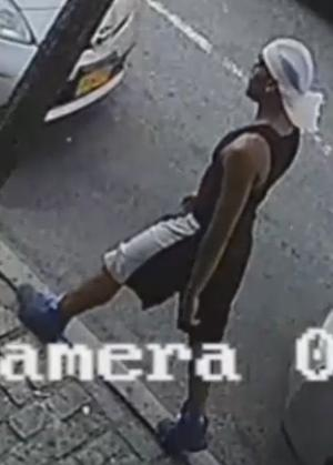 With video: Cops seek three in taxi robberies